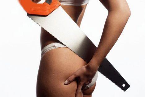 Selülitten nasıl kurtulunurHer 10 kadından 9'unda görülen bir hastalık olan selülidin tıptaki adı hidrolipodistrofidir. Selülit, dolaşım ve hormonal bozukluklar sonucu bağ dokusunda lokal olarak sıvı toplanmasıyla oluşur.